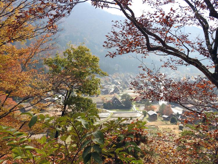 秋から冬へと移り行く白川郷の景色も8