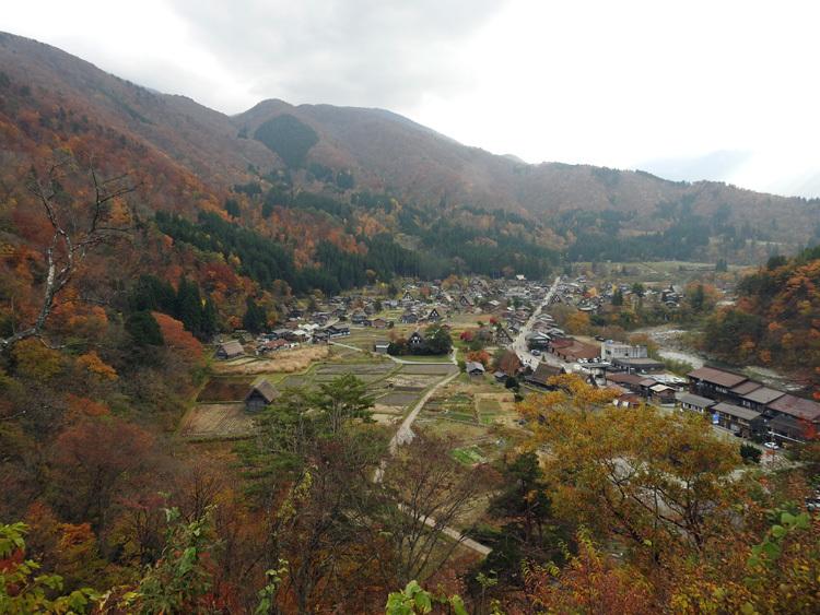 秋から冬へと移り行く白川郷の景色も9
