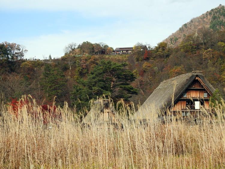 繰り返し訪れる人も少なくない世界遺産 白川郷合掌造り集落11