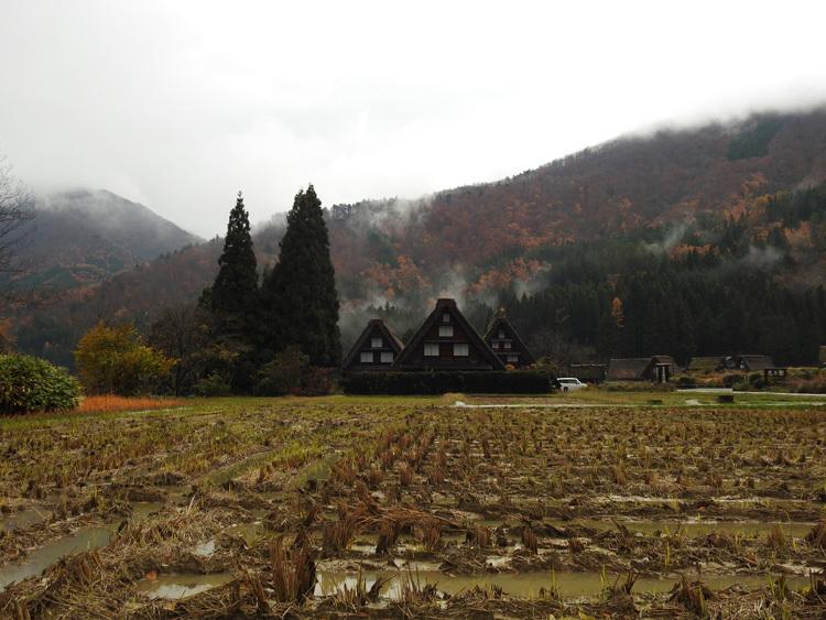 晩秋の冷雨降る白川郷8