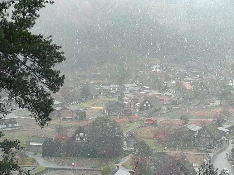 白川郷 本日初雪2