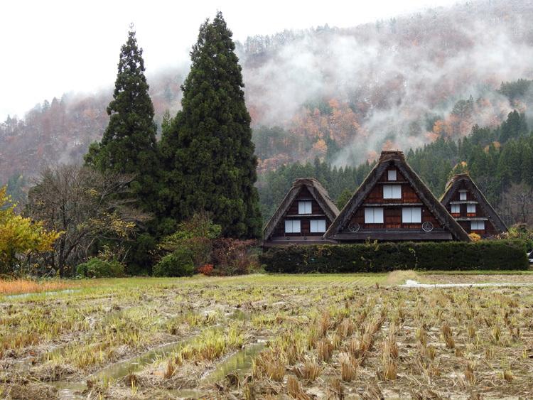 白川郷 本日初雪9