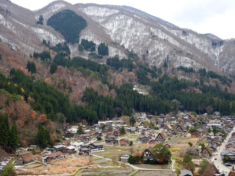 冬は墨絵のような雪景色白川郷 3