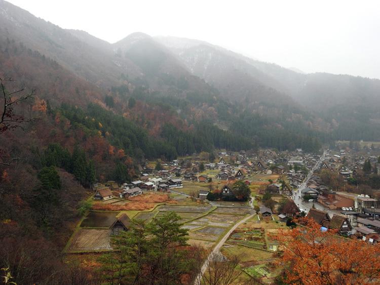 白川郷 こう雨が続くと海外から日本に旅行で来ている人達が可哀想1
