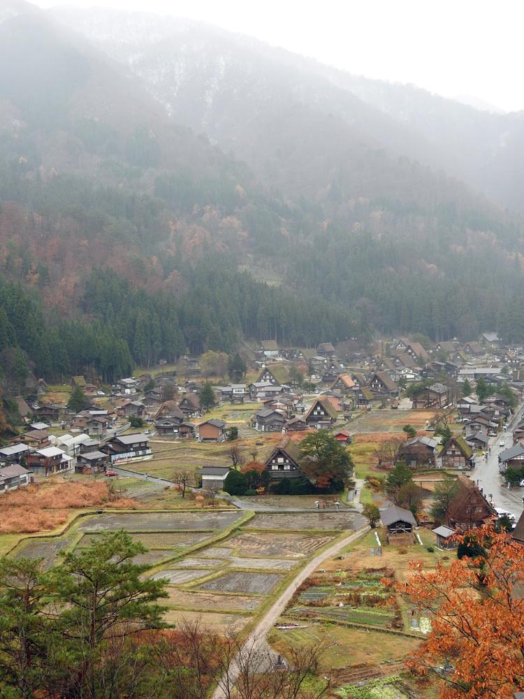 白川郷 こう雨が続くと海外から日本に旅行で来ている人達が可哀想4