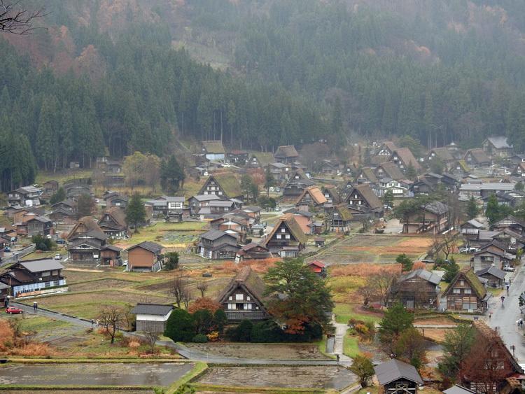 白川郷 こう雨が続くと海外から日本に旅行で来ている人達が可哀想5