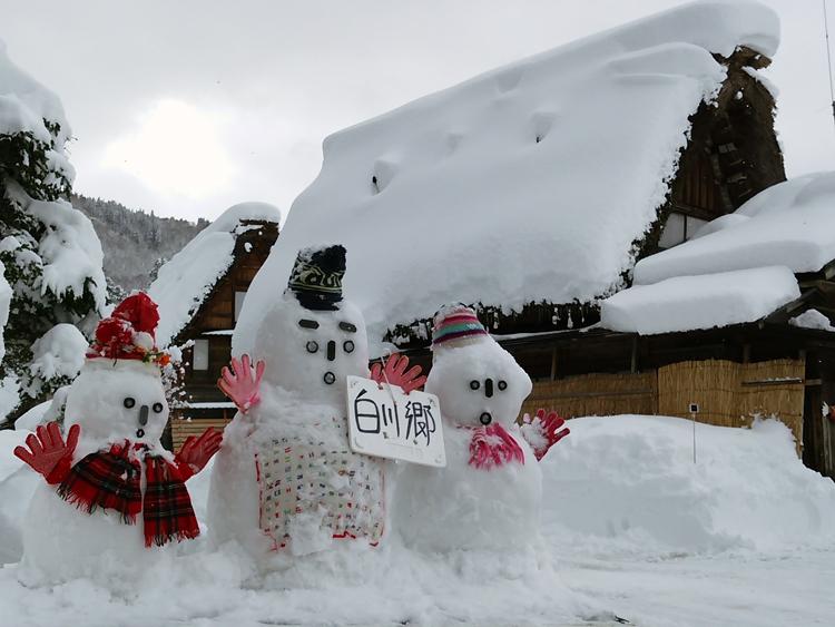 雪景色の綺麗な所に旅行したい白川郷2