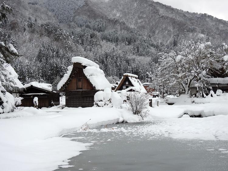 雪景色の綺麗な所に旅行したい白川郷4
