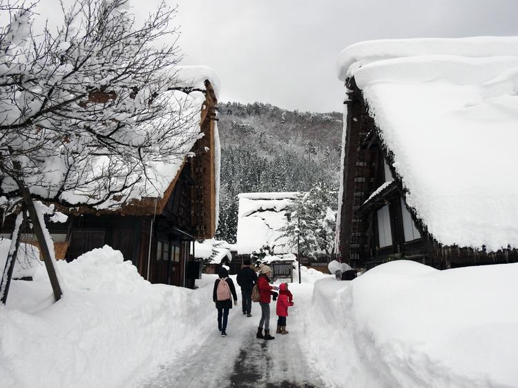 雪景色の綺麗な所に旅行したい白川郷7