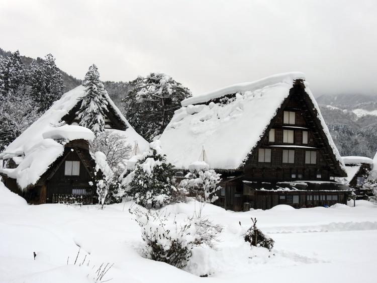 雪景色の綺麗な所に旅行したい白川郷10
