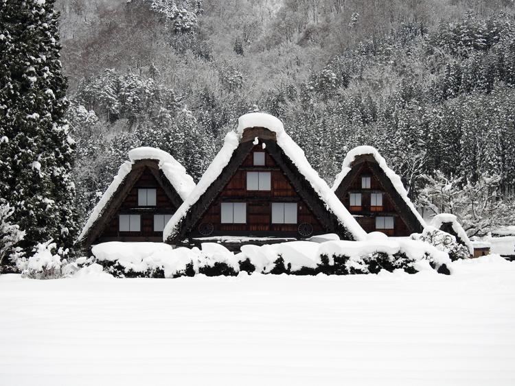 雪景色の綺麗な所に旅行したい白川郷11