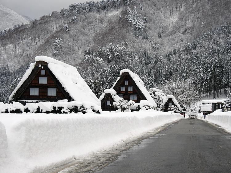 雪景色の綺麗な所に旅行したい白川郷12