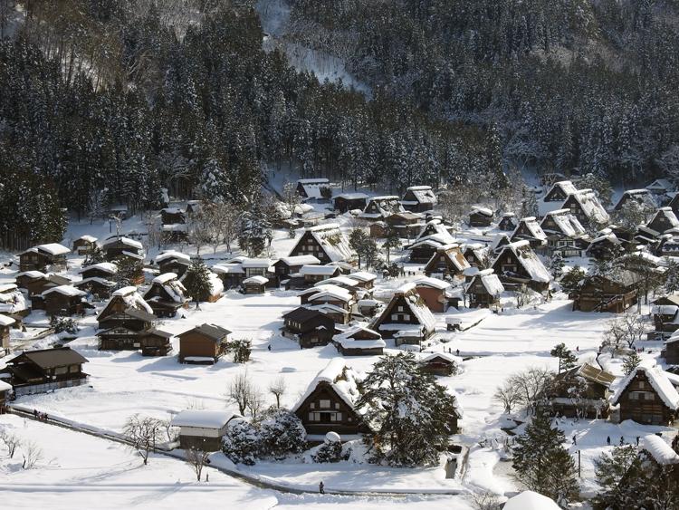 今日は、最近の寒さに比べると暖かい白川郷4