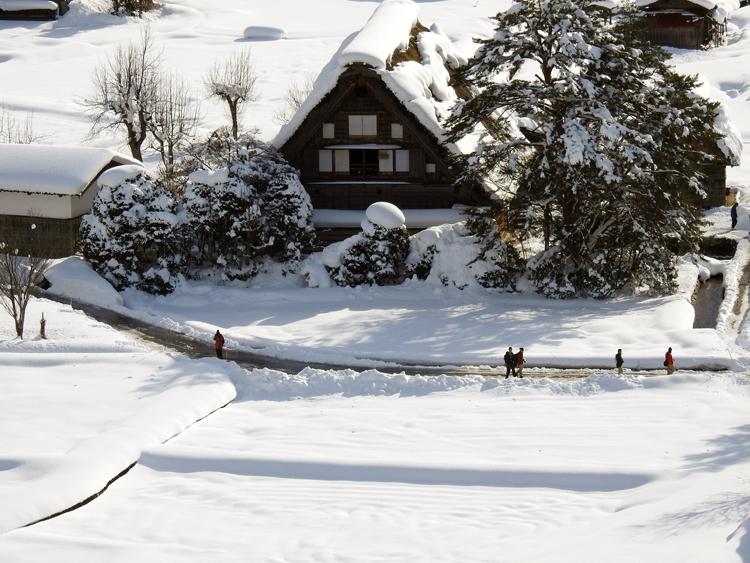 今日は、最近の寒さに比べると暖かい白川郷6