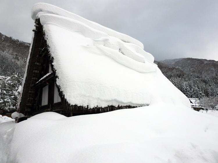 今日は、最近の寒さに比べると暖かい白川郷7