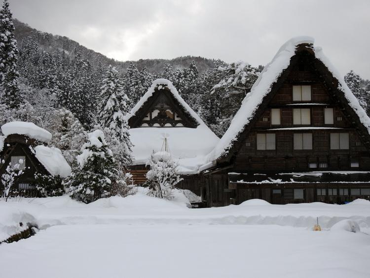 今日は、最近の寒さに比べると暖かい白川郷9