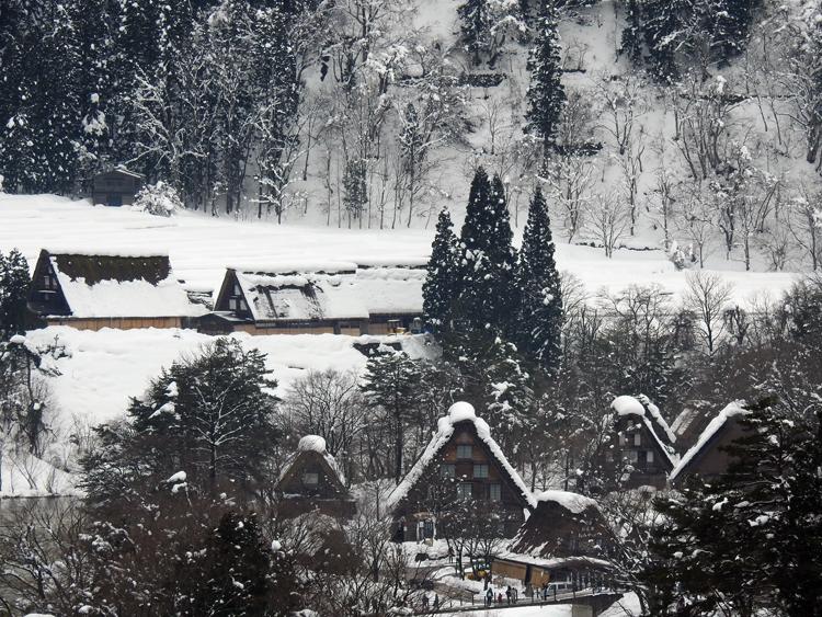 世界遺産「白川郷」の荻町合掌造り集落があるので、スキーを楽しんだ後に、のんびり観光3