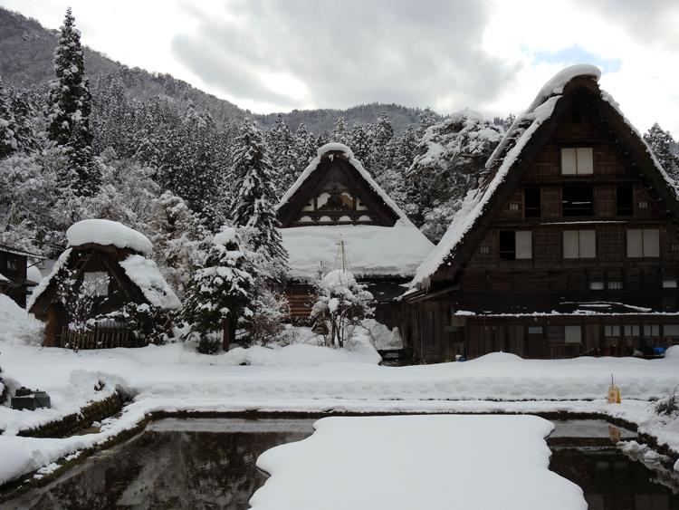 世界遺産「白川郷」の荻町合掌造り集落があるので、スキーを楽しんだ後に、のんびり観光4