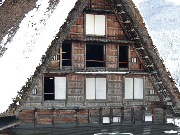 世界遺産「白川郷」の荻町合掌造り集落があるので、スキーを楽しんだ後に、のんびり観光5