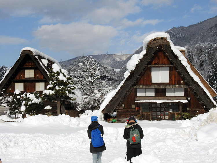 世界遺産「白川郷」の荻町合掌造り集落があるので、スキーを楽しんだ後に、のんびり観光6
