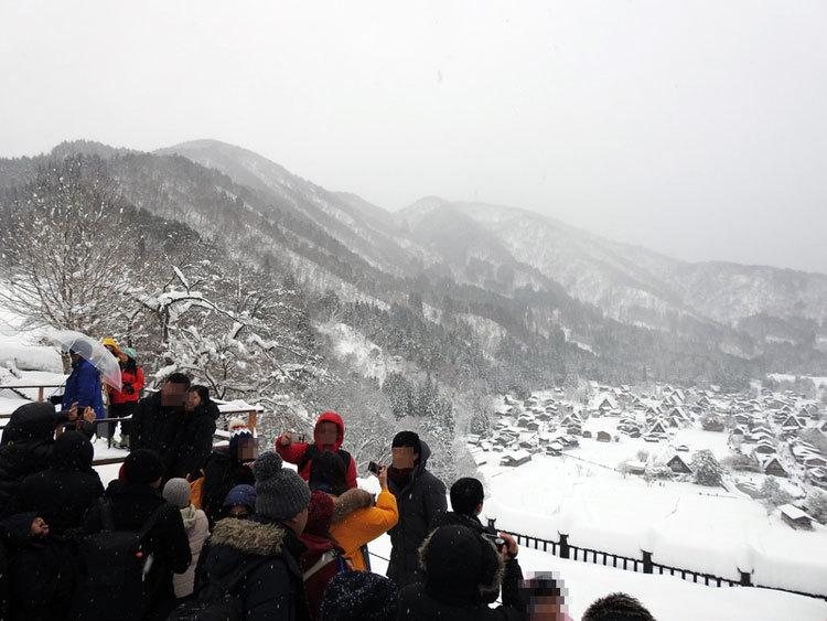 冬の白川郷の景観はとっても幻想的 で美しいスポット2