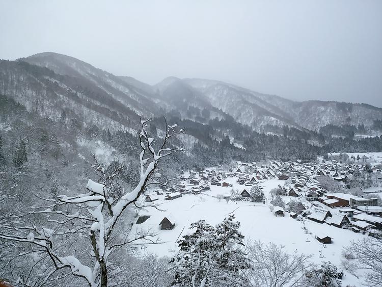 冬の白川郷の景観はとっても幻想的 で美しいスポット4