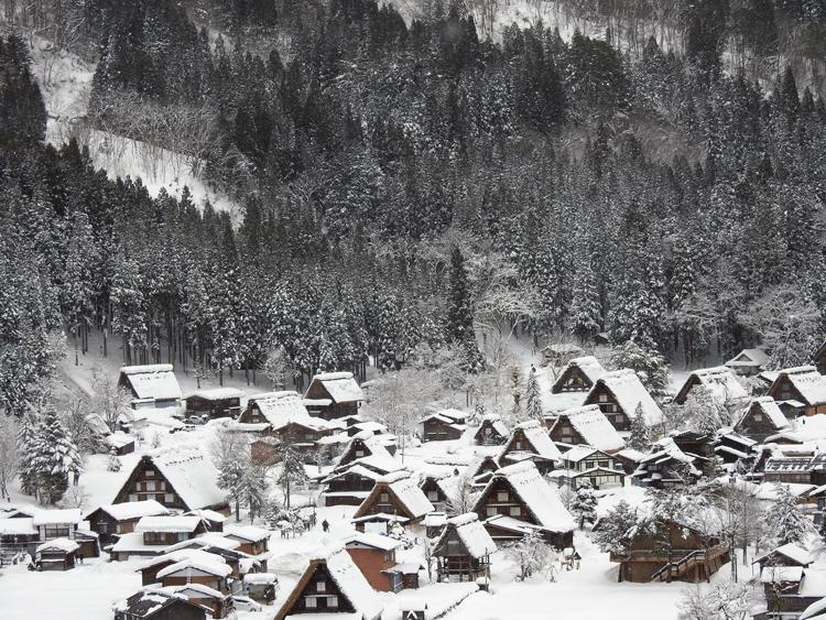 冬の白川郷の景観はとっても幻想的 で美しいスポット6