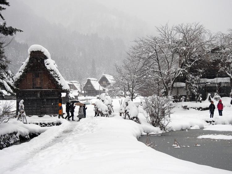 冬の白川郷の景観はとっても幻想的 で美しいスポット9