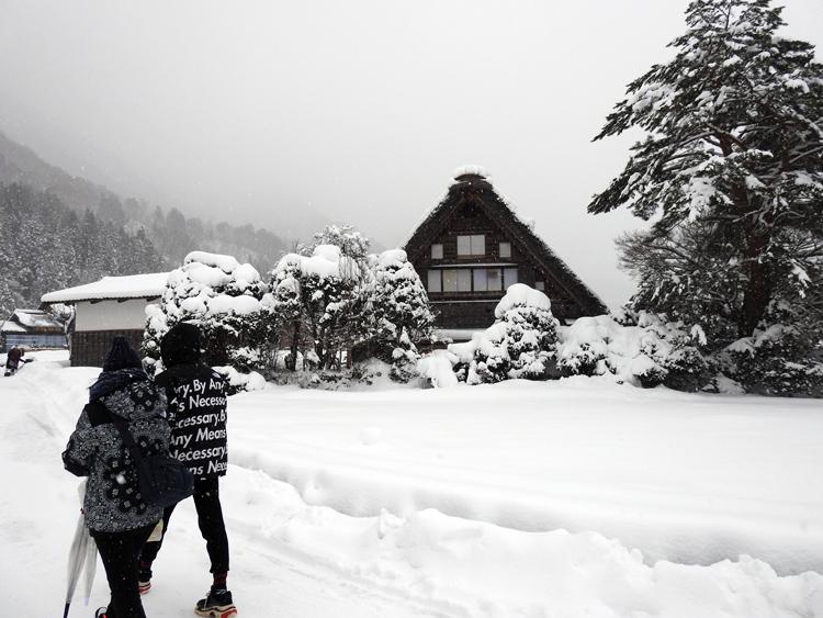 冬の白川郷の景観はとっても幻想的 で美しいスポット10