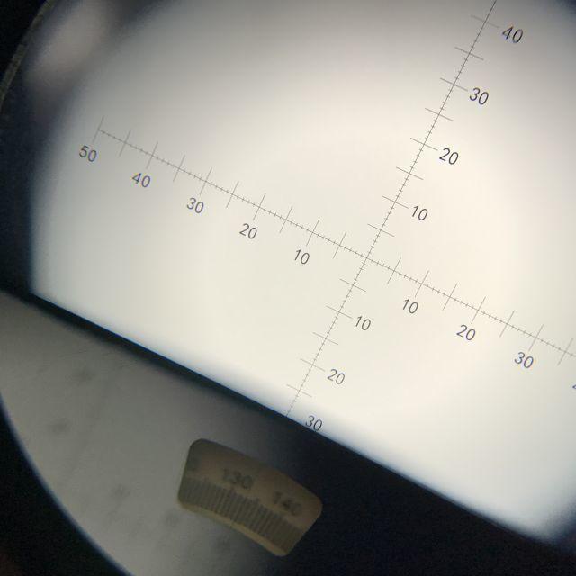 ミノックス単眼鏡のミルスケールと方位表示
