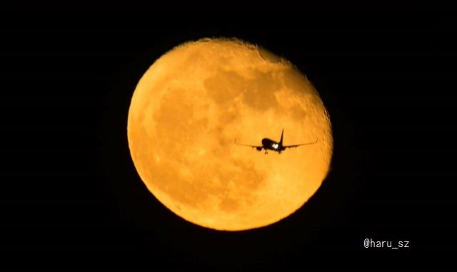 月と飛行機 3