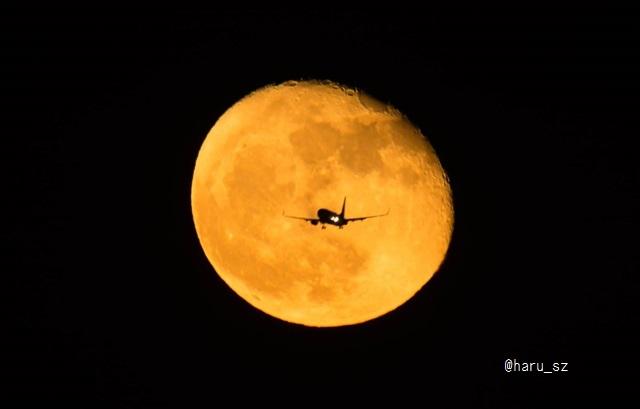 月と飛行機 2