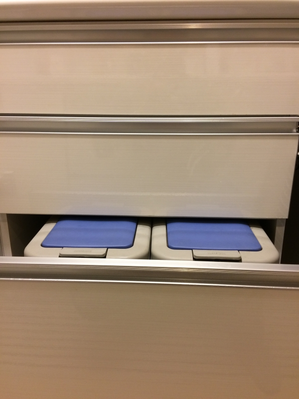 古賀家具のダストボックス青いIMG_4987