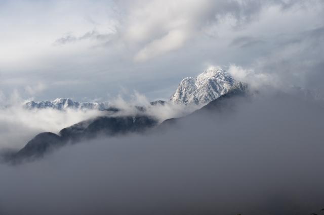 霧と雪とのコラボ・・・甲斐駒ヶ岳-01