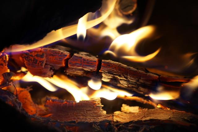 薪ストーブの炎-02