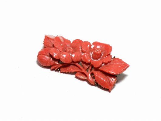 本珊瑚 天然珊瑚 花文彫刻 ブローチ 帯留め