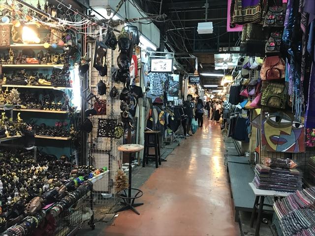 バンコク チャトゥチャックマーケット Jatujak Market in Bangkok