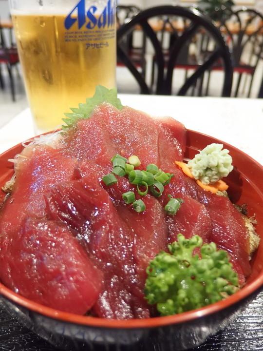 マグロ丼と生ビール大