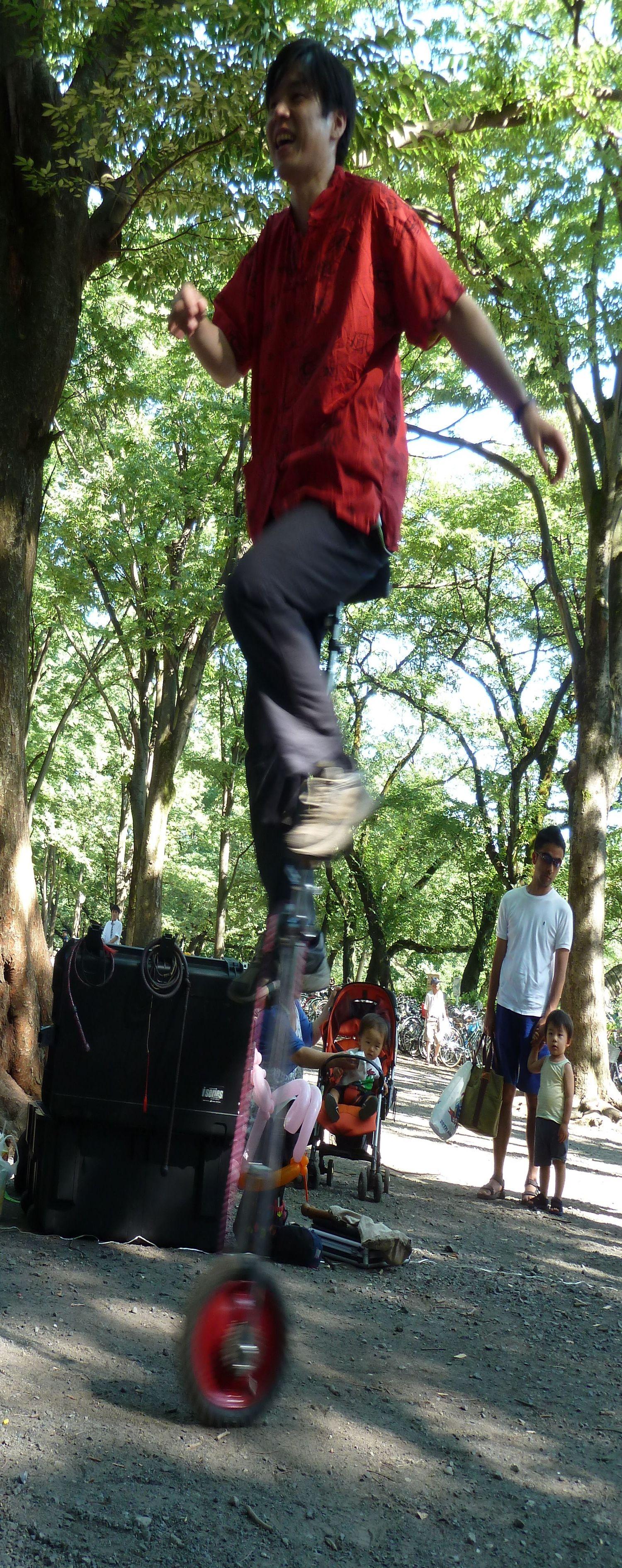 井の頭公園で大野智が見た大道芸人 一輪車 ナイフ