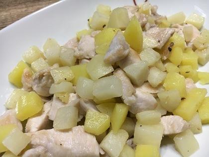 塩漬け鶏胸肉とジャガイモの炒め物