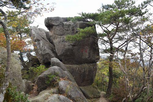 291104 岩石山23