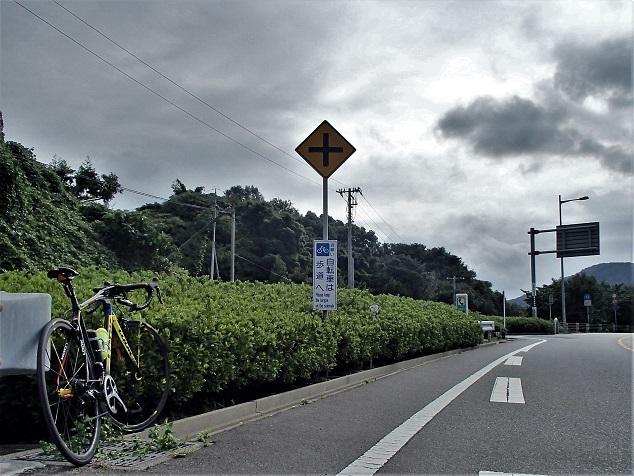 自転車は右の歩道に移動してね♡