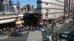 上野 駅前