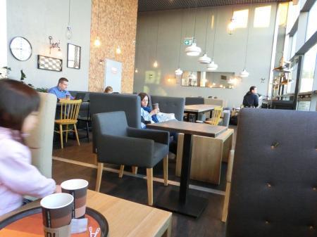 クラクフ空港のカフェレストラン2