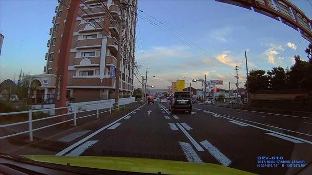 信号無視の車が捕まった瞬間-3