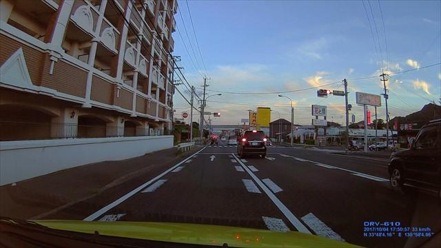 信号無視の車が捕まった瞬間-4