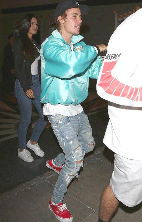 ジャスティン・ビーバー(Justin Bieber):フィアオブゴッド(Fear of God)/カッパ(Kappa XO Barneys New York's)/アミリ(Amiri)/バンズ(Vans)/ハフ(Huf)