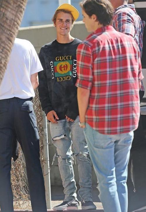 ジャスティン・ビーバー(Justin Bieber):グッチ(Gucci)×ドーバー ストリート マーケット(DSM)/フィアオブゴッド(Fear of God)/バンズ(Vans)/ハフ(Huf)