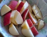 食卓のりんご