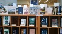 アジア研究所図書館の書棚